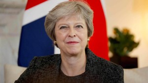"May: ungeordneter Brexit ""kein Weltuntergang"""