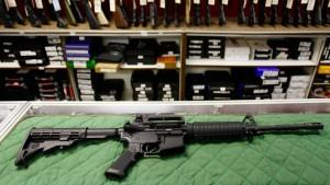 Hochschwangere schießt mit Sturmgewehr auf Einbrecher