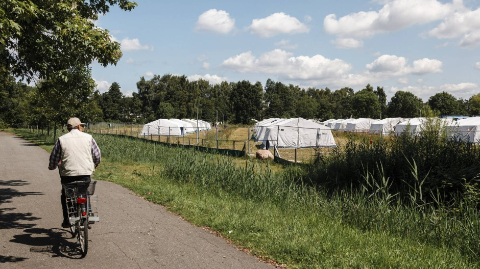 Zeltstadt für Flüchtlinge in Hamburg-Wilhelmsburg