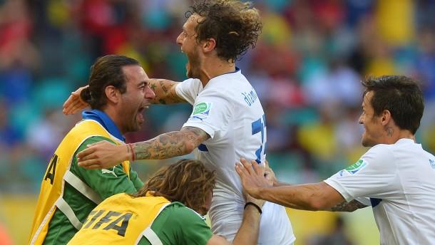 Italien siegt im Elfmeterschießen
