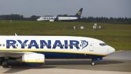Billig auch ab Frankfurt: Voraussichtlich ab März werden wohl Flieger der Billigfluglinie Ryanair den Frankfurter Flughafen ansteuern.