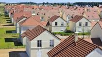 Haus an Haus und nur wenig Grün: Die meisten Eigenheime dürften mit Krediten finanziert sein