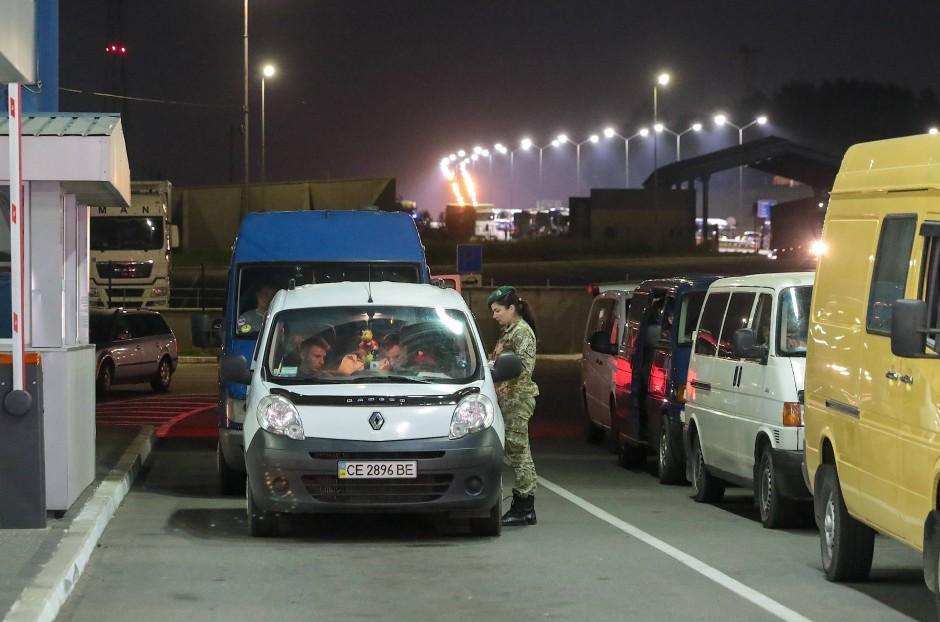 Aufbruch in die EU noch in der Nacht: Ukrainer an der polnischen Grenze