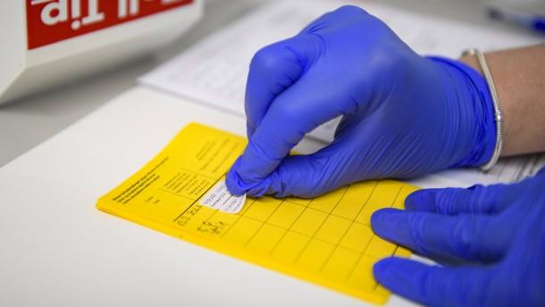 Nordrhein-Westfalen fordert härtere Strafen für Impfpass-Fälscher