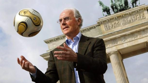 Beckenbauer gesteht in WM-Affäre Fehler ein