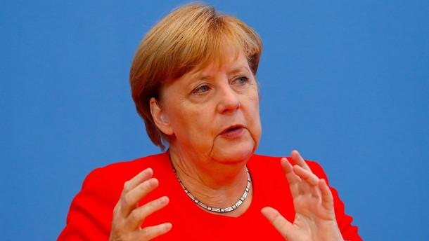 Angela merkel verteidigt ihren fl chtlings kurs for Kurs modedesign