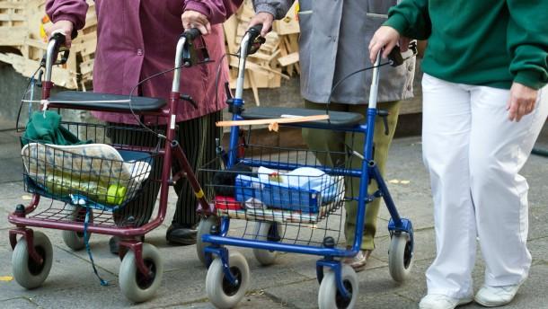 Ernährungsbericht: Vor allem Senioren sind zu dick