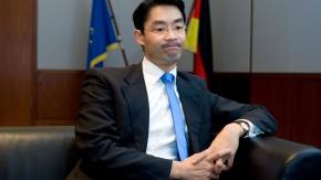 Philipp Rösler - Der Vorsitzende der FDP und Bundeswirtschaftsminister beantwortet in seinem Berliner Ministerium Fragen von Christiane Hoffmann und Eckart Lohse.