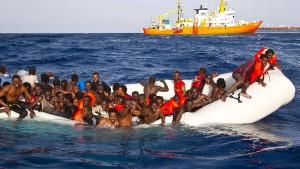 Lieber Charterflüge nach Europa als Flüchtlingszentren