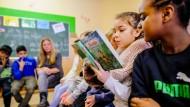 Mit Sprachunterricht und Theaterpädagogik sollen die Schüler auch in den Ferien Deutsch lernen können.