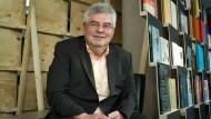 Verleger Wolff im Jahr 2010 beim vierzigjährigen Jubiläum des Verlags in der Frankfurter Nationalbibliothek