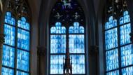 Flügel der Lüfte: Fensterverglasung in der Münchner Heilig-Kreuz-Kirche