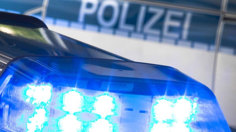 In Berlin haben Geschwister zwei Polizisten angegriffen und verletzt (Symbolbild).