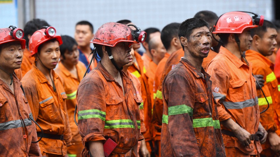 Bei einem Brand im Kohlebergwerk nahe der Millionenmetropole Chongqing sind 16 Bergarbeiter umgekommen.