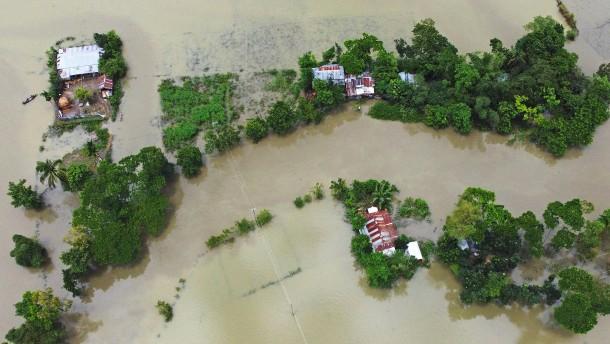 Bangladesch steht zu einem Drittel unter Wasser