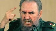 Ein ideologisch elastischer Machtmensch, der ultimative Macho und Caudillo: Fidel Castro, hier bei einer Diskussion im Jahr 1999