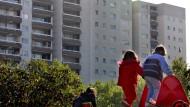 Aufwachsen im Hochhausviertel: Kinder einkommensschwacher Eltern haben es oft nicht leicht.