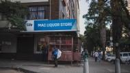 Verrammelt: Spirituosenladen in Johannesburg