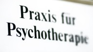 Rolle des Lotsen: Nach einer Sprechstunde sollen Psychotherapeuten von nun an entscheiden, wie dem Patienten geholfen werden kann.