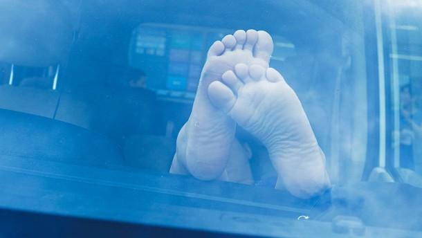 Schläfchen im Mietwagen