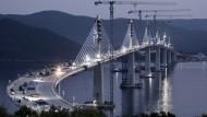Viel Ärger um Riesenprojekt: Chinesen bauen Brücke in Kroatien, EU zahlt