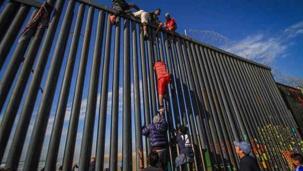 Asylsuchende aus Mexiko dürfen wieder über amerikanische Grenze