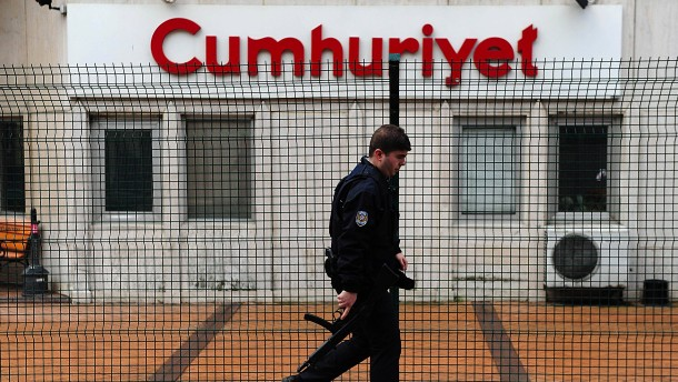 """Ehemalige """"Cumhuriyet""""-Journalisten müssen ins Gefängnis"""
