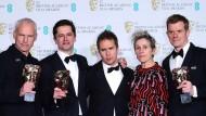 """Das Gewinnerteam von """"Three Billboards"""" (von links): Martin Mcdonough, Pete Czernin, Sam Rockwell, Frances McDormand und Graham Broadbent"""