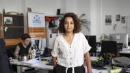 Haidi Sadik, kulturelle Mediatorin bei Sea-Watch, im Büro in Berlin