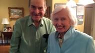 Im Mai rettete Henry Heimlich diese 87 Jahre alte Frau mit dem nach ihm benannten Griff.