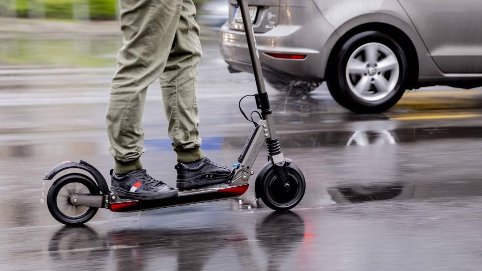 Spaß mit Risikofaktor: Eine Fahrt mit dem E-Scooter kann gefährlich sein.