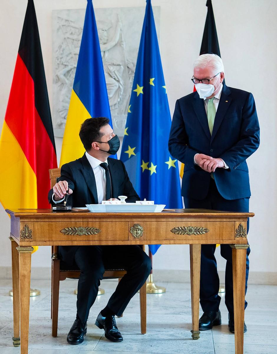 Wolodymyr Selenskyj, Präsident der Ukraine, und Bundespräsident Frank-Walter Steinmeier im Schloss Bellevue am Montag