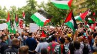 Eine anti-israelische Demonstration vor der israelischen Botschaft in Berlin (Aufnahme vom 21.7.2014)