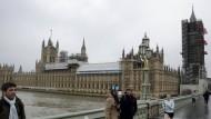 """Der Glockenturm mit """"Big Ben"""" ist schon eingerüstet, der Rest des Westminster-Palasts wird wohl bald folgen."""