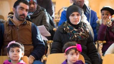 Welche Bilder haben wir von Flüchtlingen? Diese besuchen im Dezember den Zoo in Dresden.
