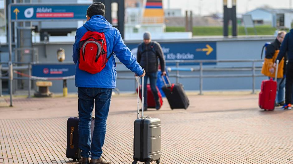 Vielen Arbeitnehmern ist die Lust auf den Urlaub wegen der Corona-Krise derzeit vergangen. Doch kann ein genehmigter Urlaub zurückgezogen werden?