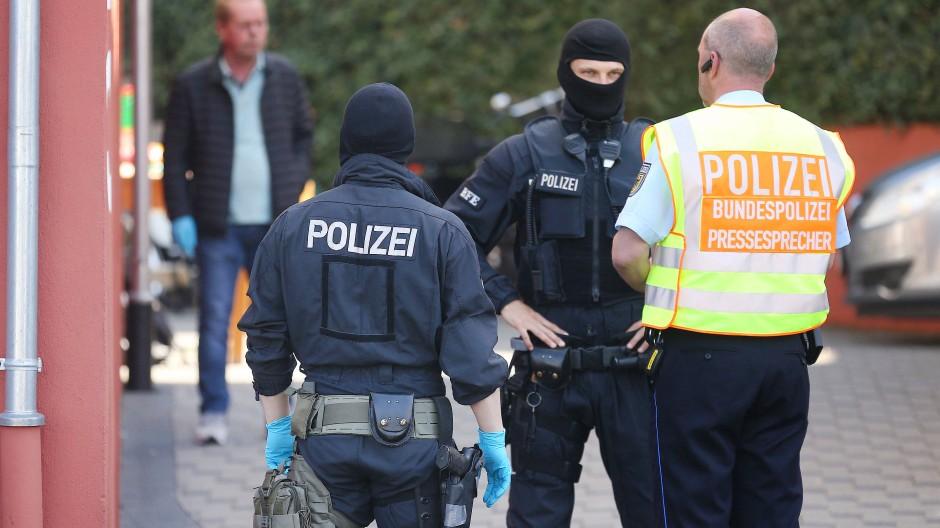 Seehofer will Bundespolizei in Flüchtlingsheimen einsetzen