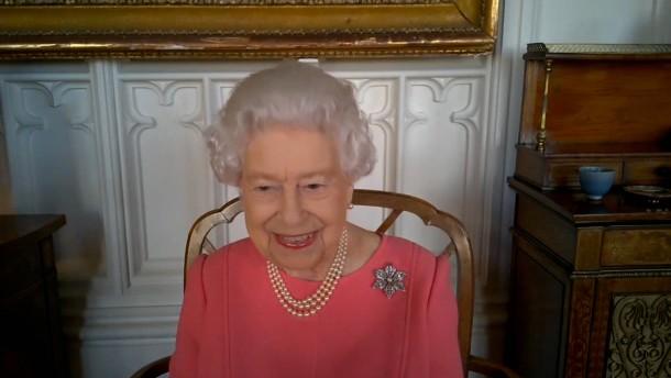 """Queen hat Impfung """"überhaupt nicht weh getan"""""""
