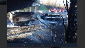 Familie verbrennt bei Unfall mit Tankwagen