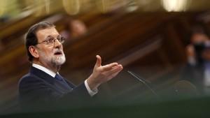 Puigdemont spielt auf Zeit – Rajoy droht Maßnahmen an