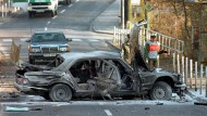 30. November 1989: Die völlig zerstörte Limousine von Deutsche-Bank-Chef Alfred Herrhausen nach dem Anschlag in Bad Homburg