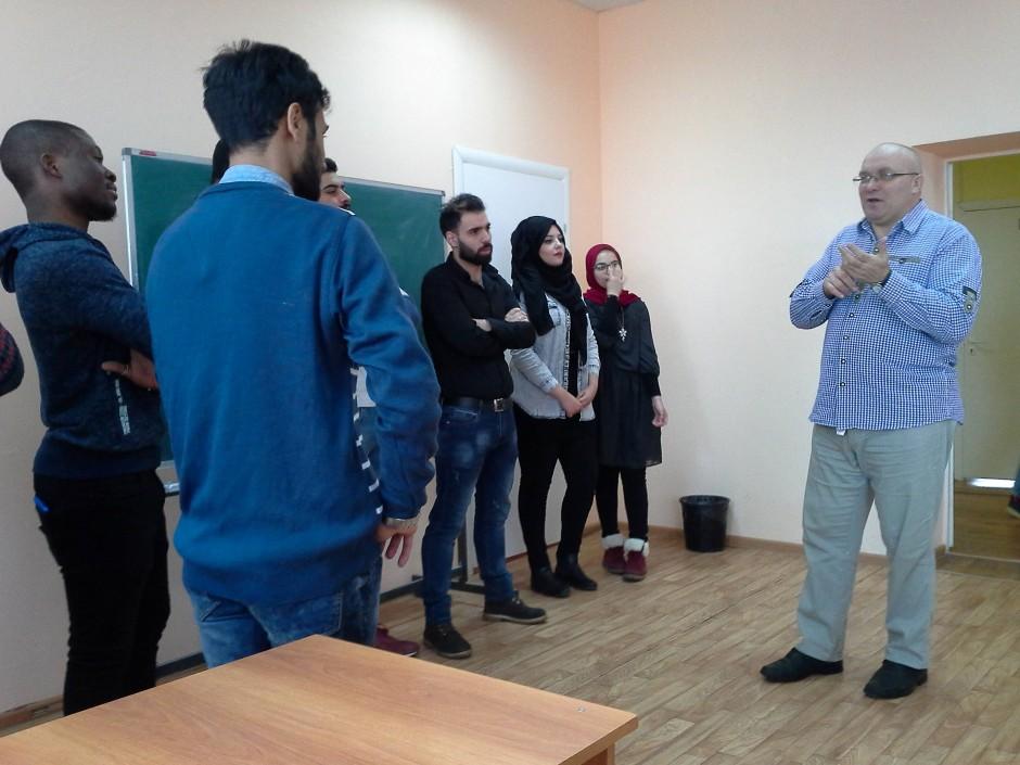 Will den Geist von Toleranz und Aufklärung unter den Studenten säen: der Geschichtsprofessor Pawel Schtscherbinin im Unterricht