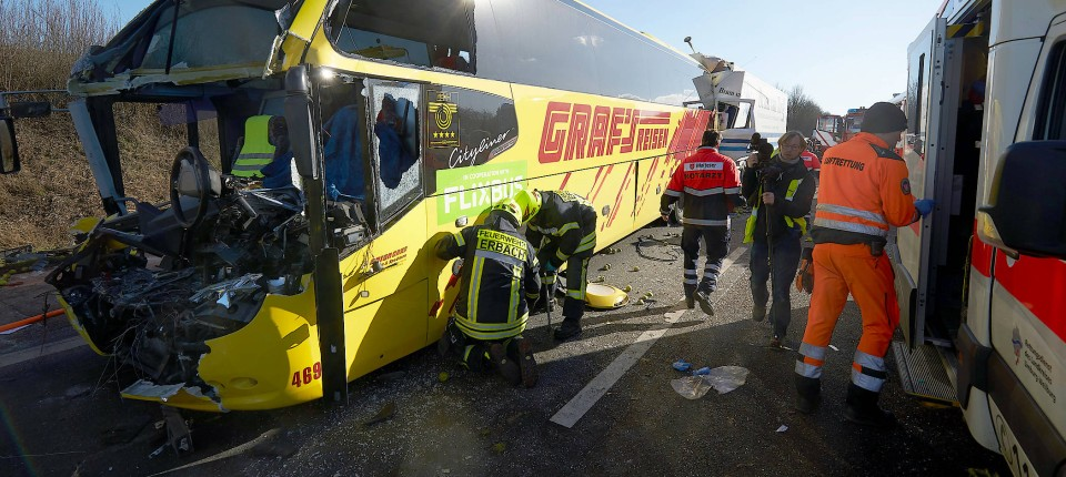 Zwei Tote Bei Unfall Mit Reisebus Bei Limburg