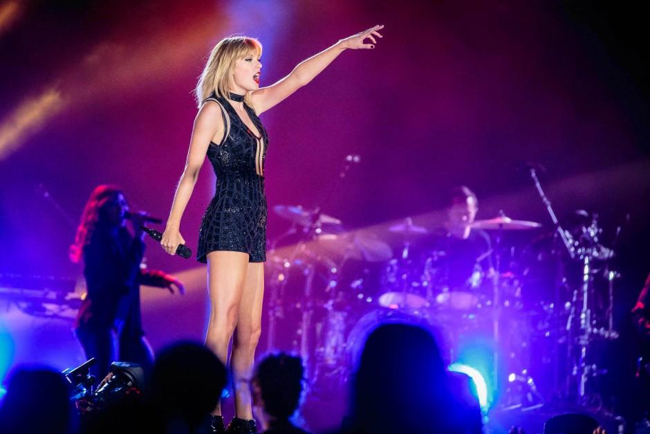 Popstar Taylor Swift beschuldigt einen Radio-Moderator der sexuellen Belästigung.