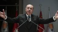 Der türkische Präsident Erdogan (hier am Montag in Ankara) will im Fall Khashoggi berichten.