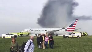 Passagierjet fängt beim Start Feuer – 21 Verletzte