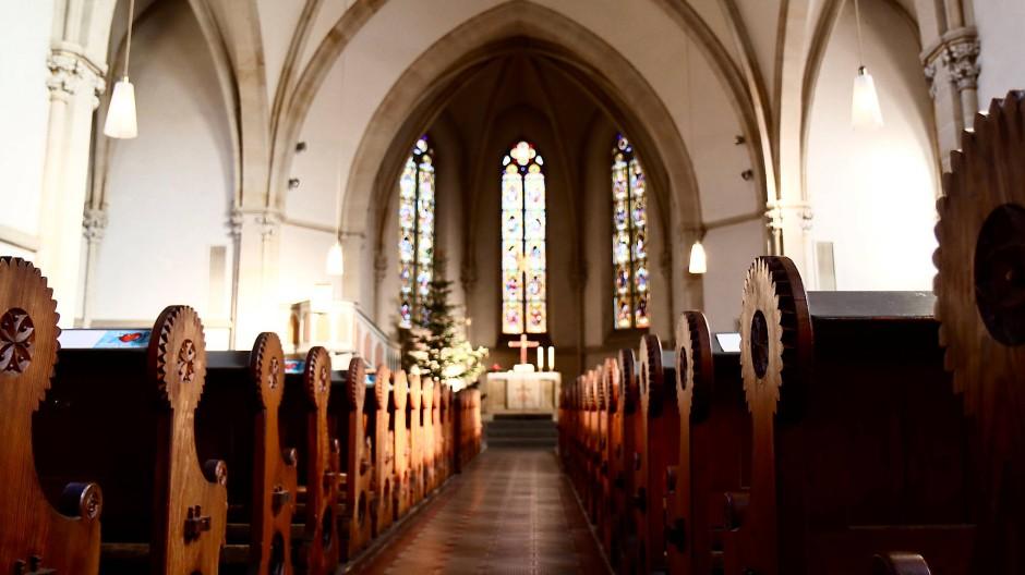 Die Flonheimer Kirche ist leer: Die Gemeinde hat keinen Pfarrer mehr.