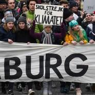 Freitag vor der Wahl in Hamburg: 60.000 sind gekommen, sagen die Organisatoren, die Polizei spricht von bis zu 20.000 - in der ersten Reihe Greta Thunberg.