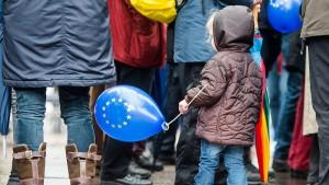 EU-Ausländer kriegen weniger Kindergeld – vielleicht