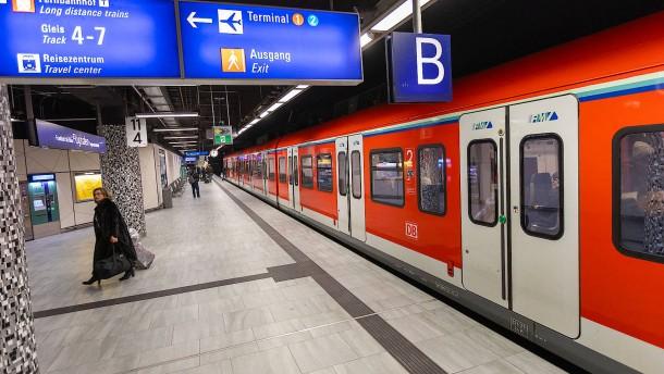 Werbung für S-Bahn-Linie für Seligenstadt